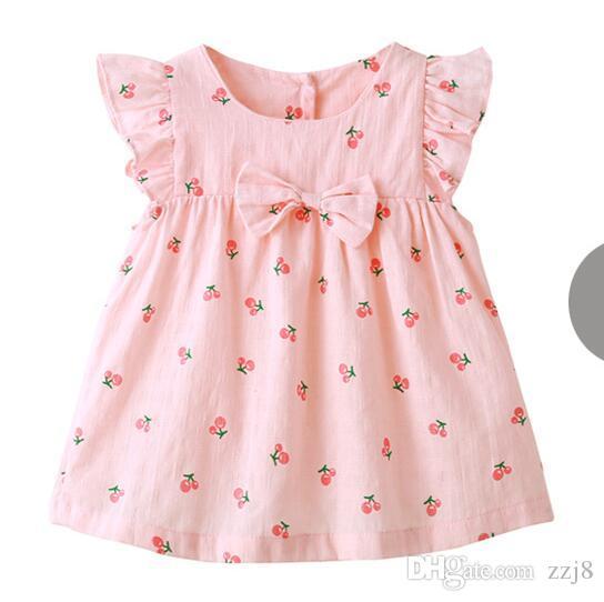 Милое летнее детское платье для девочек Комбинезоны с летучей мышью Розовый вишнево-клубничный комплект 3шт. Платья и трусики для младенцев