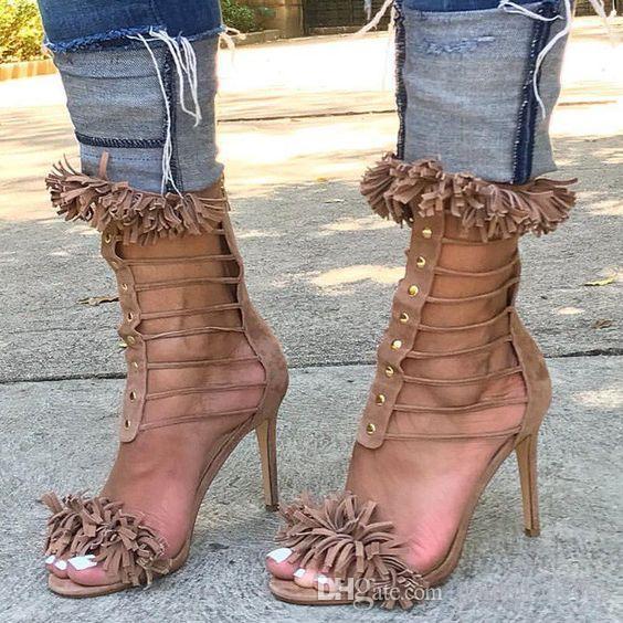 2018 Yüksek kalite yeni liste metal çiviler hakiki deri püsküller ayak topuklu sivri çapraz ince ayakkabı ile seksi yüksek topuklu kadın sandalet