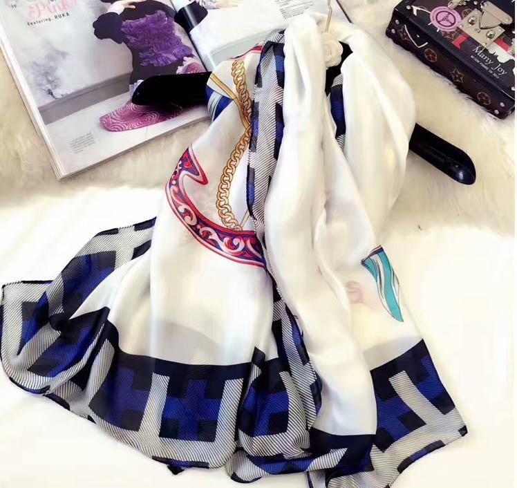 1c89f9ebb0429 Großhandel 2018 Frauen Schals Schöne Print Design Lange Schals Und Tücher  Wraps Hijabs Pashmina Böhmen Stilvolle Mode Schal Weibliche Winter Muf Von  ...