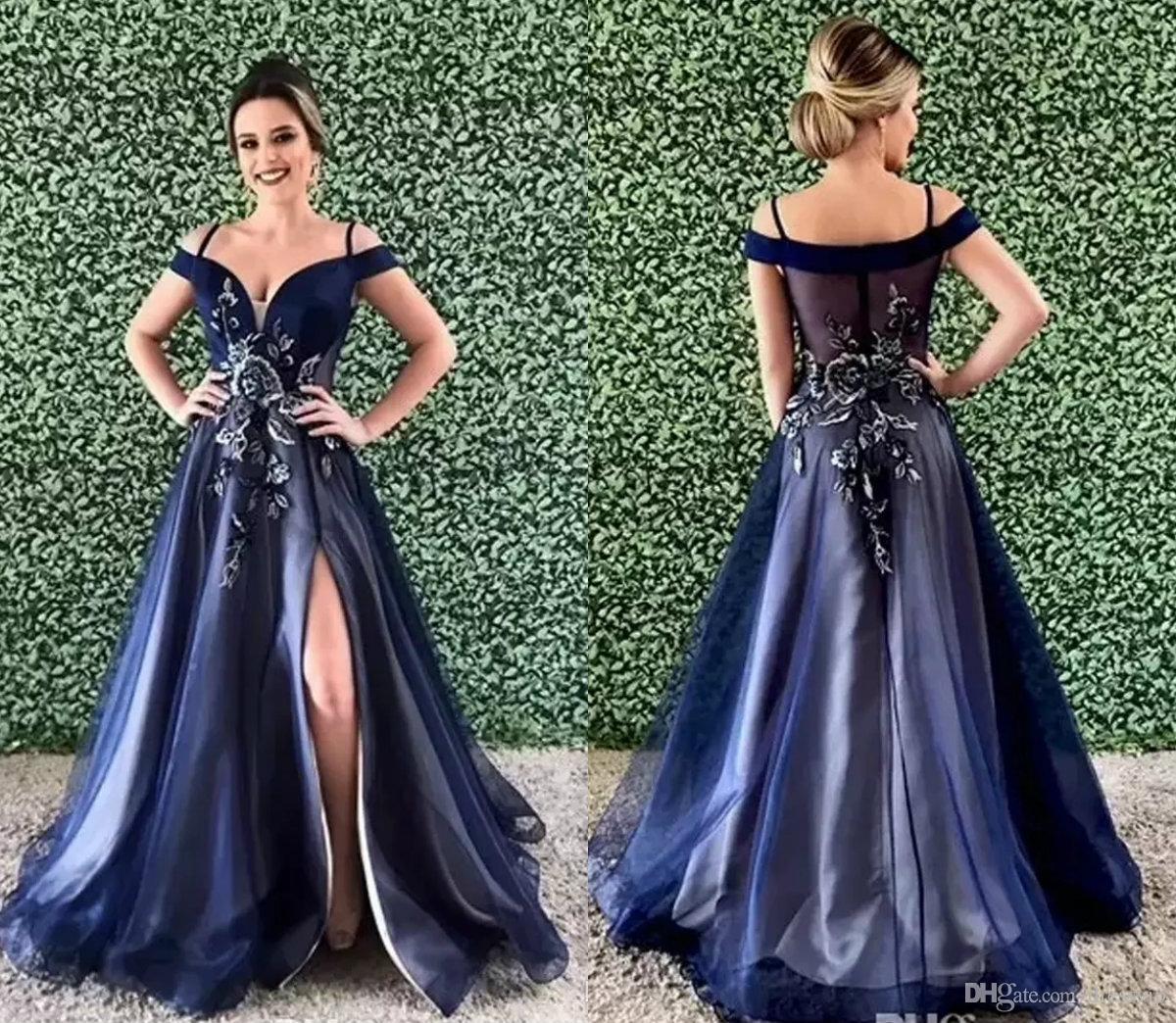 ee400e50a Compre Sexy Azul Marino Bordado Lado Dividir Vestidos De Fiesta Fuera Del  Hombro Falda Drapeada Vestido De Fiesta De Tul Ilusión Volver Tren De  Barrido ...