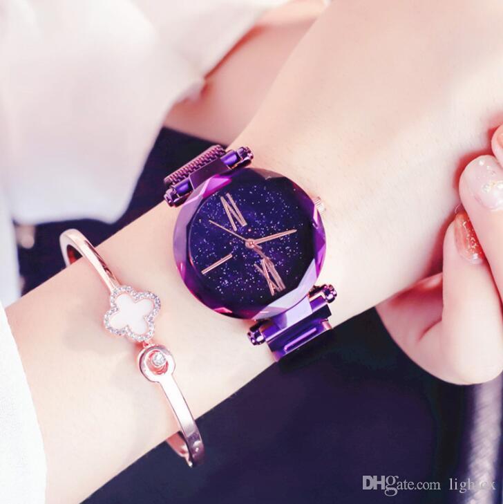 b124191c9ce Compre Luxo Céu Estrelado Relógio De Senhoras De Ouro Rosa Mulheres  Pulseira Relógios Magnéticos Bukle Malha Moda Casual Feminino Relógio De  Lightcx