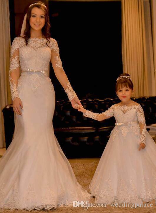 2018 Sevimli Kapalı Omuz Uzun Kollu Çiçek Kız Elbise Kanat Prenses Dantel Aplikler Tül Düğün Kız Elbise Backless Elbise