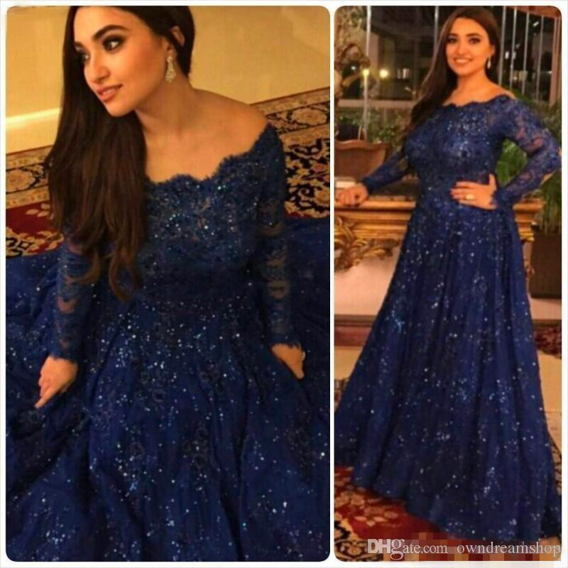 Sparkly Vintage Vestidos de noche 2018 Barato Manga larga Perlas Cristales Ruffled Sweep Train Plus Size Árabe Azul marino Encaje azul Vestidos de fiesta formal