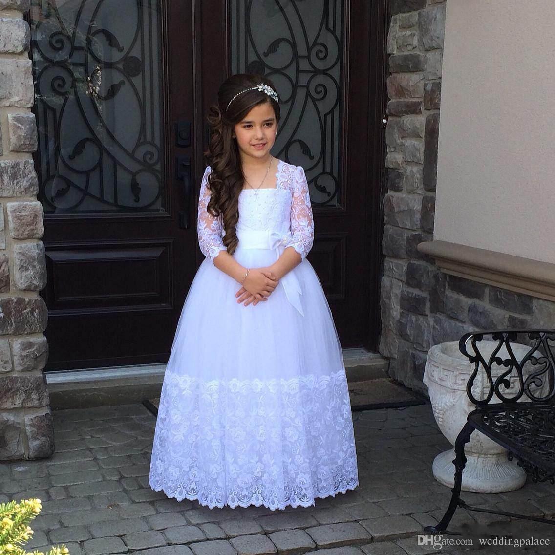 Fleur blanche Trois robes fille Quarter Sleeves Pageant Parti Robes dentelle encolure carrée Une ligne première communion Robes avec Bretelle Bow