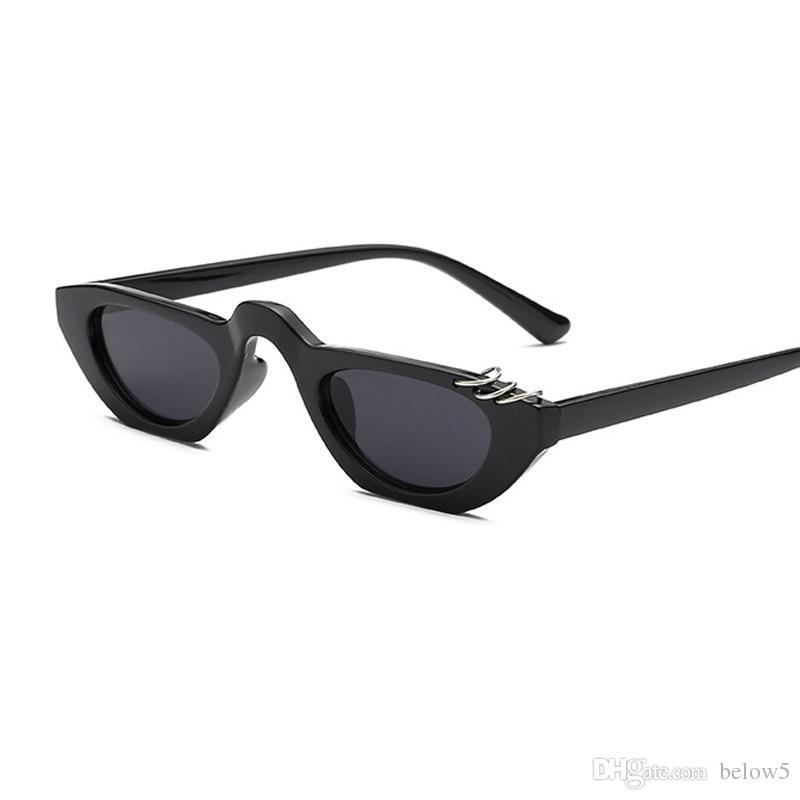 90d19a11dff5c Compre 2018 Retro Vintage Pequeno Quadrado Óculos De Sol Da Marca Designer  De Moda Leopardo Quadro Retangular Óculos De Sol Mulheres UV400 Shades De  Below5