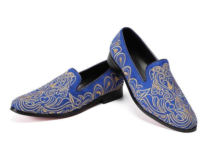 Promotion Nouveau 2018 printemps Hommes Mocassins Velvet Partie De Mariage Chaussures Europe Style Brodé Bleu Rouge Velours Pantoufles Conduisant Mocassins AXX866