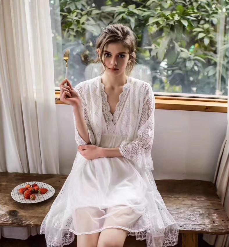4c28fcc44 Compre RenYvtil Verão Sexy Pijamas Mulher Rendas Gaze Dois PICS Início Robe  Elegante Do Vintage Robe Mulheres Sleepwear Ternos De Noiva Camisola De ...