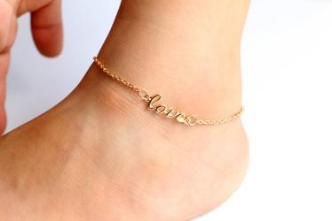 Pulseras de tobillo con encanto LOVE Tobilleras ajustables de tono dorado / plateado Cadenas de pie góticas Sandalias de playa descalzas Pulsera de tobillo Cadena