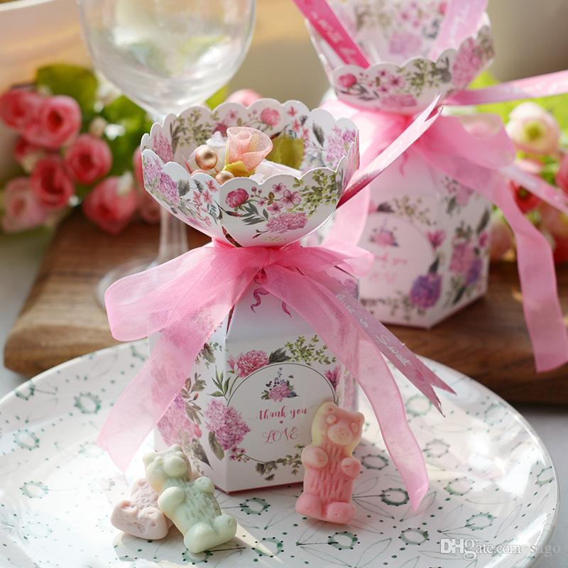 Candy Boxes with Bouquet decorates Wedding Favor Holders Printed Flower Paper Favor Boxes Wedding Party Decorates Creative Chocolate Box