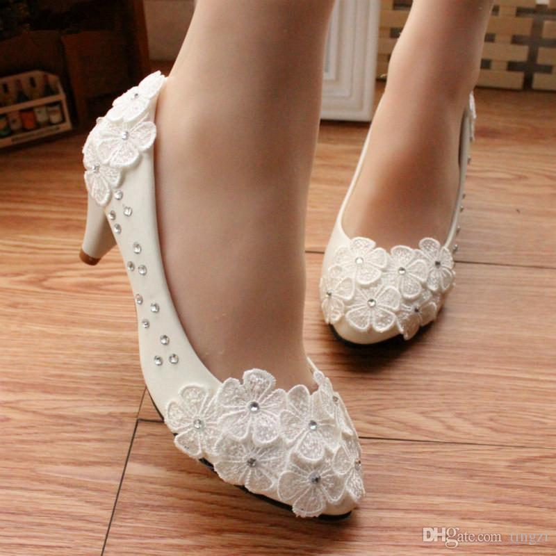b5e6defb07950 Acheter Blanc Fleur De Mariage Chaussures 5Cm Chaton Talons Pointu Toe Slip  Sur Chaussures De Mariée 8Cm Haut Talon Pompes Plate Forme Dames De  31.16  Du ...