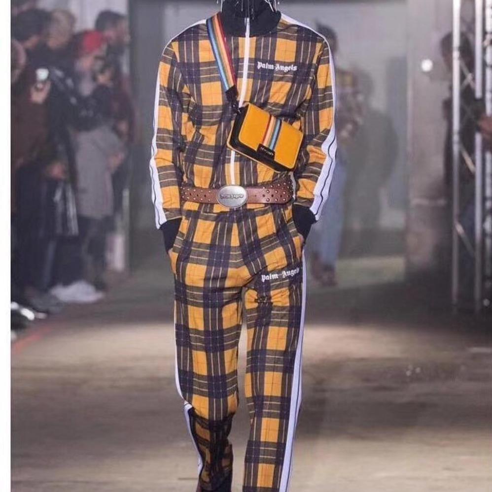 Acquista 18AW PALM ANGELS Giallo Plaid Suit Retro Hip Hop Moda Casual Sport  Uomini E Donne Paio Pantaloni Zipper Jacket HFSSTZ019 A  41.23 Dal  Damin studio ... ebf72ebf5254