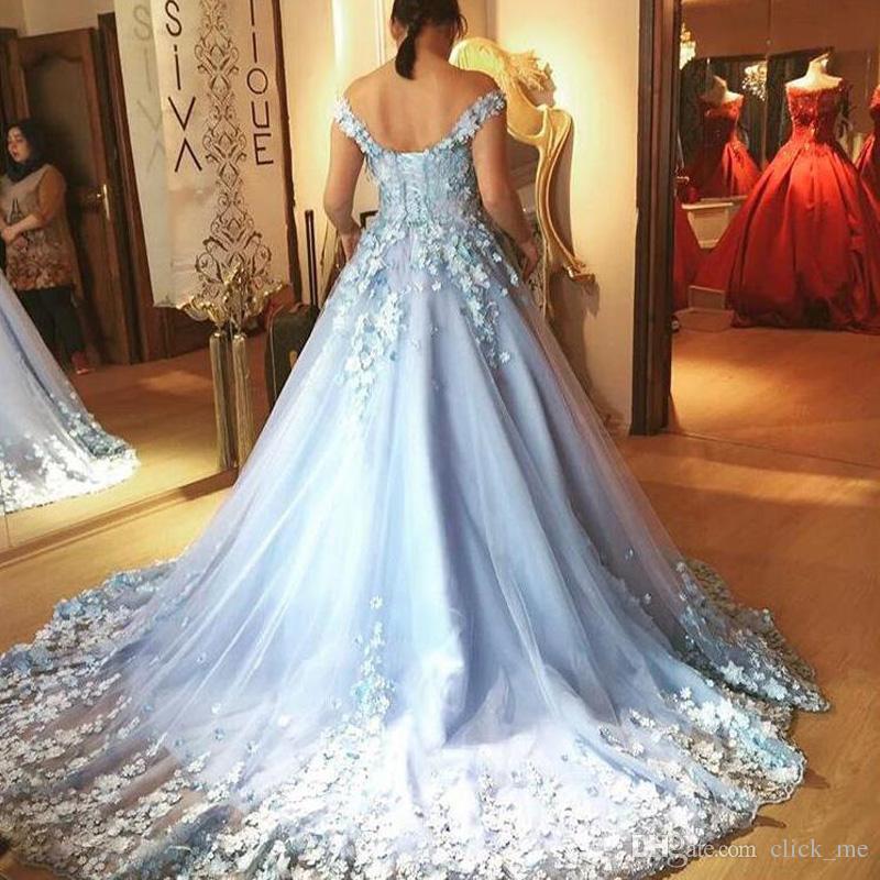 Céu Azul Vestidos de Baile Princesa 2018 Longo Artesanal Flores Apliques Fora Do Ombro Vestidos de Noite de Volta Rendas Até Tule Vestido Quinceanera