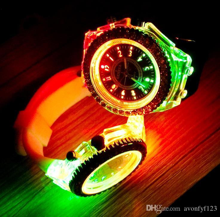 горячая Женева светодиодные светящиеся часы унисекс алмаз горный хрусталь ночь свет наручные часы Мужчины Женщины силиконовые наручные часы блестящие кварцевые часы A546