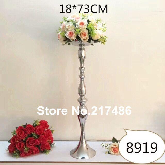 candelabros dourados do assoalho alto e grande que estão com a bacia da flor, peças centrais da flor do candelabro