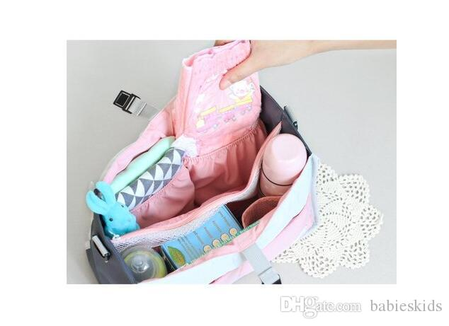 Bolso del pañal de la manera Botella de leche del bebé fuera del calentador Organizador de alimentos termal Bolso de la toalla de la maternidad multifunción para la colección de cosas del bebé Cochecito