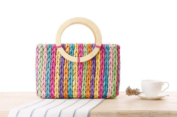 Wholesale 2018 European and American style seven-color rainbow woven bag Fashion hand-stitched straw female bag casual beach bag