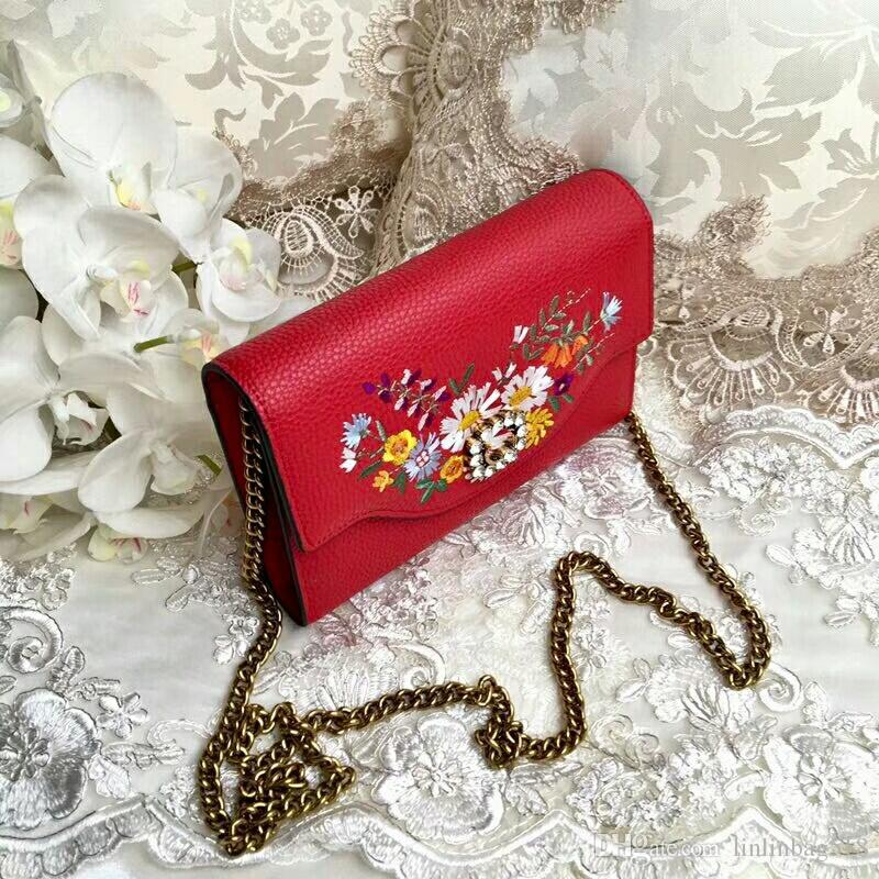 The latest authentic European and American special counter summer embroidered one-shouldered small bag women fashion high-end custom chain v