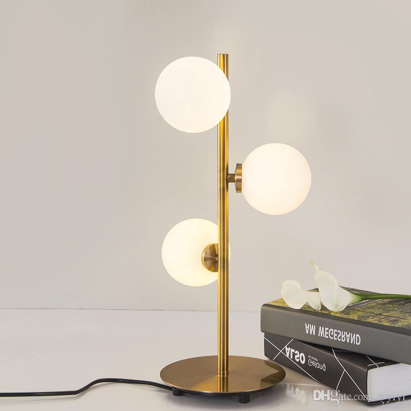 Moderne Eisen Gold Kreative Art Deco Tischlampe Glas Schreibtischlampe Studie Nachttisch Beleuchtung G4 Runde Kugel Schatten Tischlampe