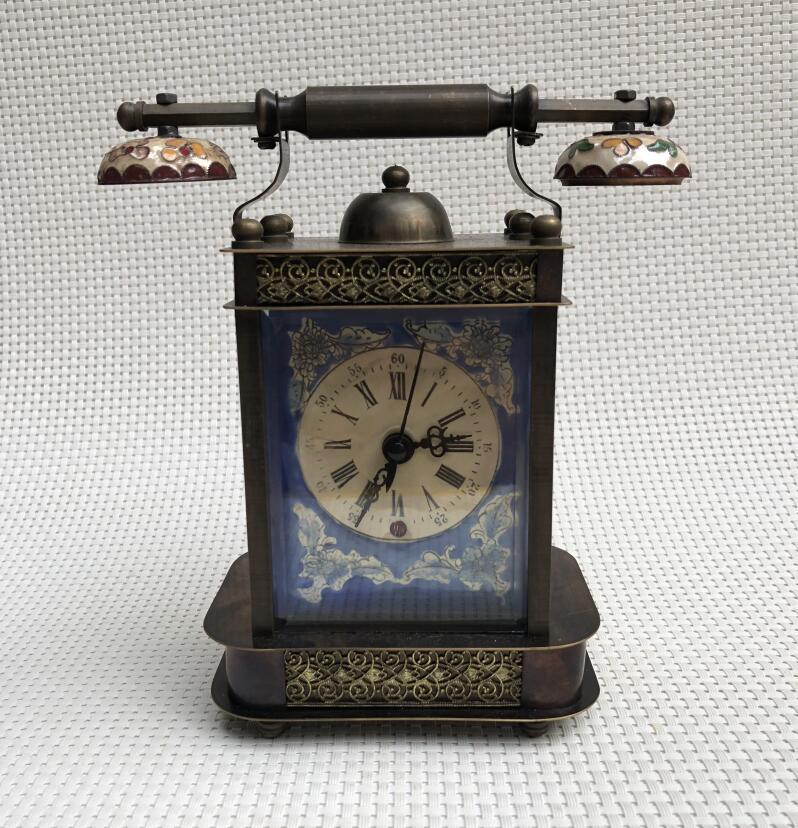 3c57facf762 Compre Relógio Antigo De Cobre Mecânico Mecânico Antigo Relógio Europeu  Clássico Enrolamento Artesanato Decoração De Casa De Narciss