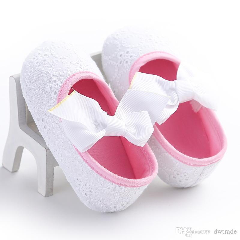 Prezzo di fabbrica Pretty Baby Girl Hollow Lace Grande arco antiscivolo Prima Walker Shoes Princess Flower Elegante bambino scarpe i 0-1 anni
