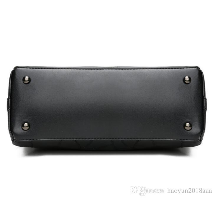 Ms. Large capacity 2018 Spring New Europe and America Trend Messenger Bag Atmosphere Portable Female shoulder bag