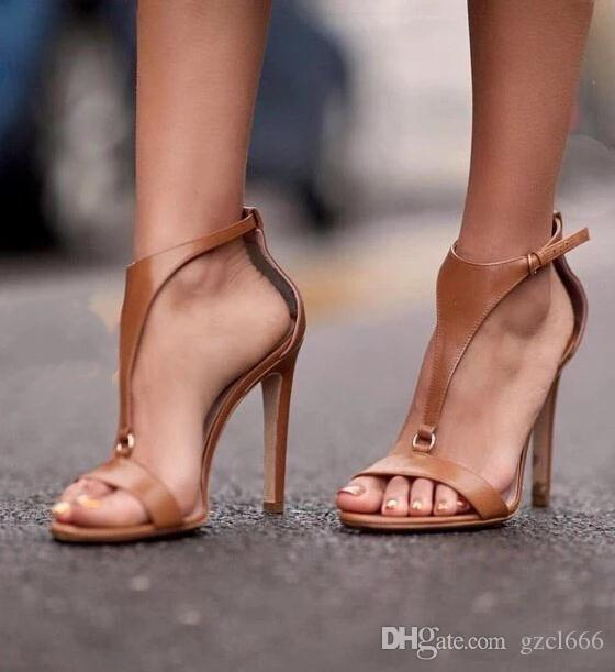 Compre 2018 Nuevas Mujeres Tacones De Aguja Gladiador Sandalias T Correa 11 Cm  Tacones Altos Fiesta Remaches Moda Zapatos De Mujer Tamaño 35 40 A  33.17  Del ... e7e96ca88d6d