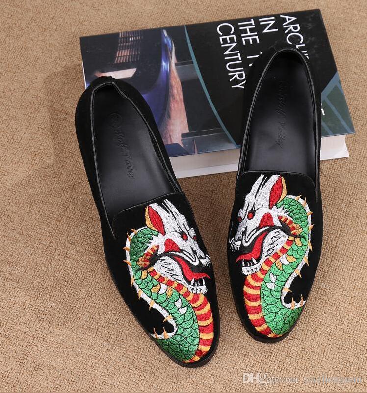 2017 новый стиль Италия мода мужчины заклепки мокасины цветы окрашены натуральная кожа тапочки курение скольжения на обувь партии свадебное платье обувь м2