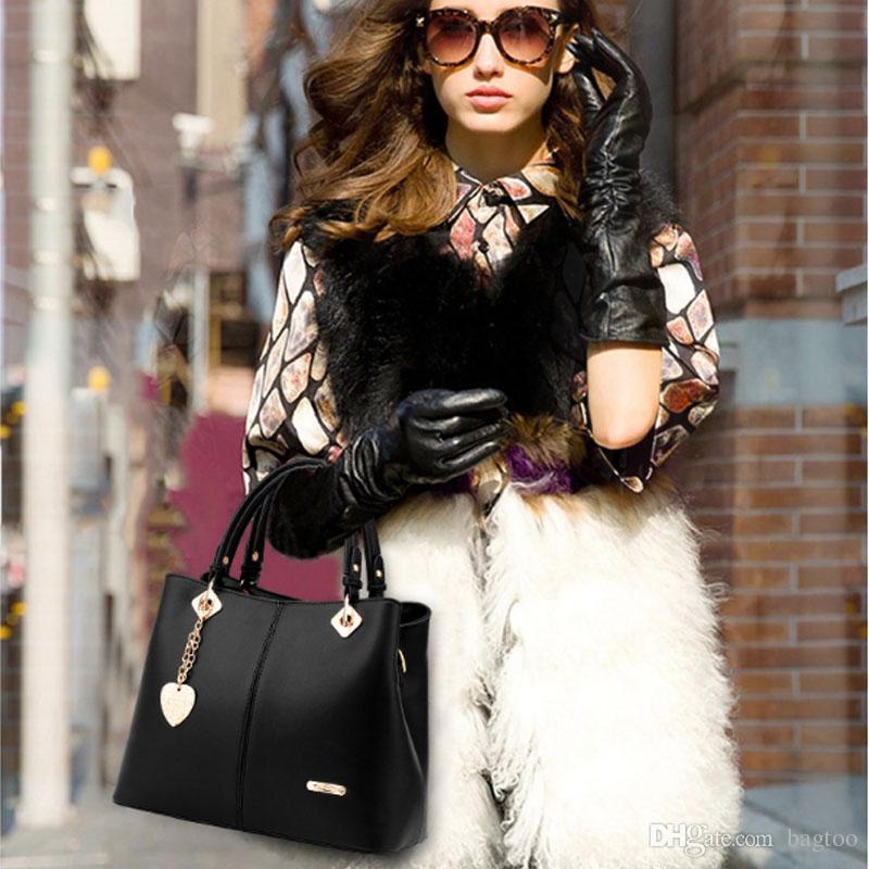 Mode féminine de haute qualité PU sac à main de haute capacité Costmetic sac de luxe Lady Party sac de voyage chaîne de coeur pendentif Hangbag