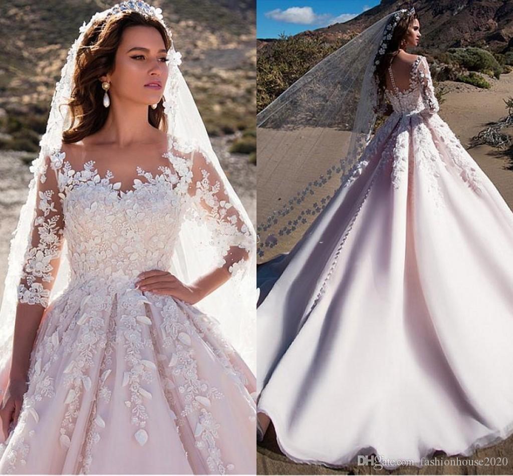 1f542476e2a5 Acquista 2018 Abiti Da Sposa A Line Eleganti 3 4 Maniche Lunghe Gioiello 3D  Fiore Applique Perline Sheer Back Arabo Princess Tulle Abiti Da Sposa  Custom A ...