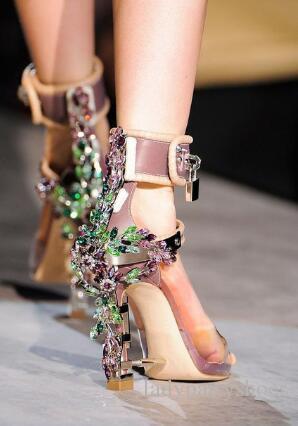 2018 Transparent PVC Cheville Strap Femmes Pompes Rome Style Cadenas Haute Talons Gladiateur Sandales Clouté Cristal Femmes Chaussures