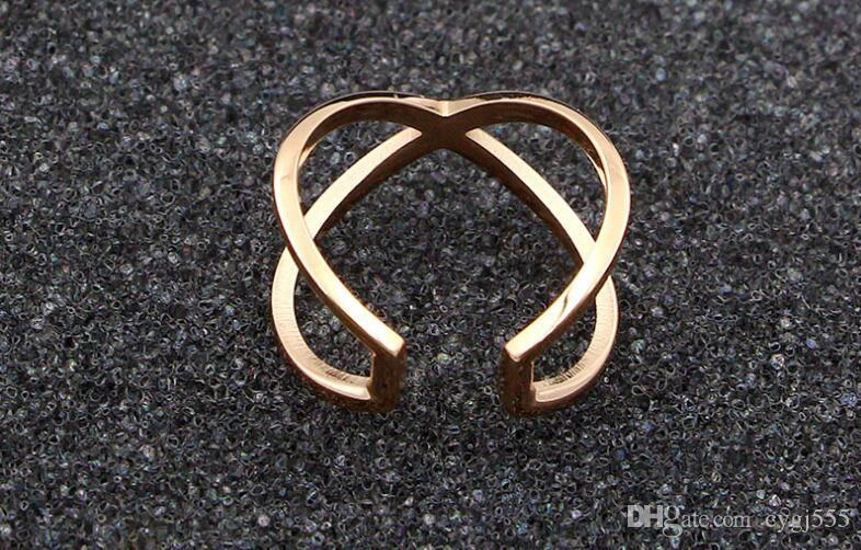 La nueva versión coreana de la cruz del anillo anillo de dedo de la manera X palabra hueco de acero Joker Titanio plateado rosa anillo de oro
