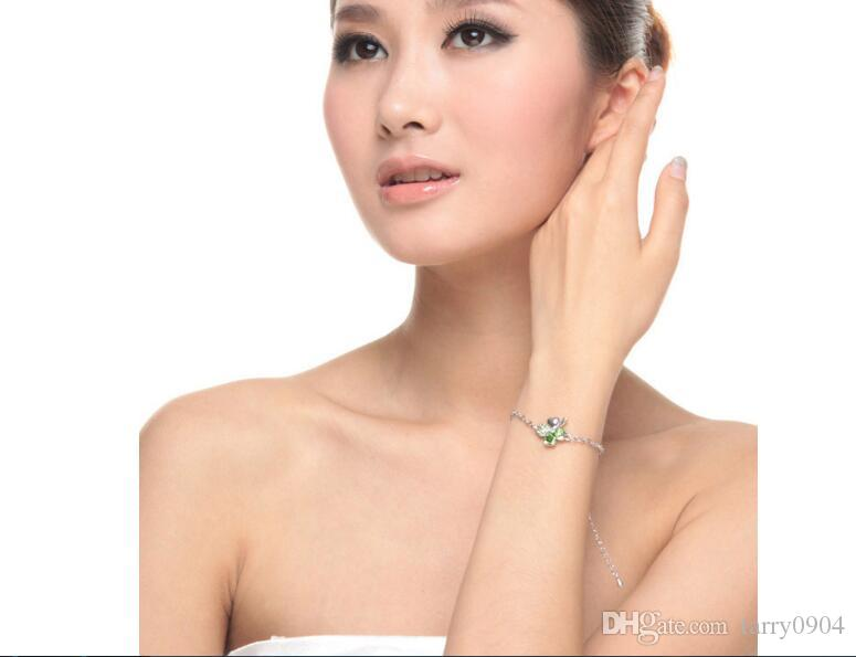 fashion Woman jewelry Use swarovski elements Crystal Bracelet Happy clover Simple Korean OL Ornaments Made in China hot sale