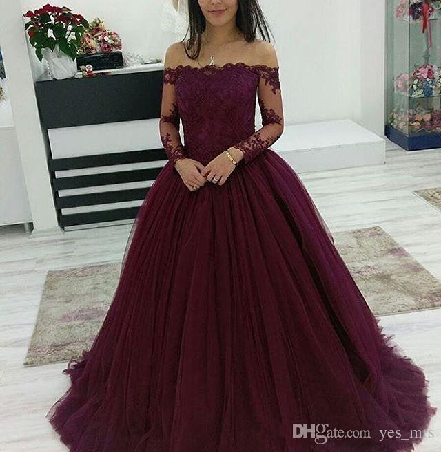 2018 Borgonha Vestidos de Baile Usar Bateau Pescoço Fora Do Ombro Rendas Applique Contas de Mangas Compridas Tule Puffy vestido de Baile Vestido de Festa À Noite Vestidos