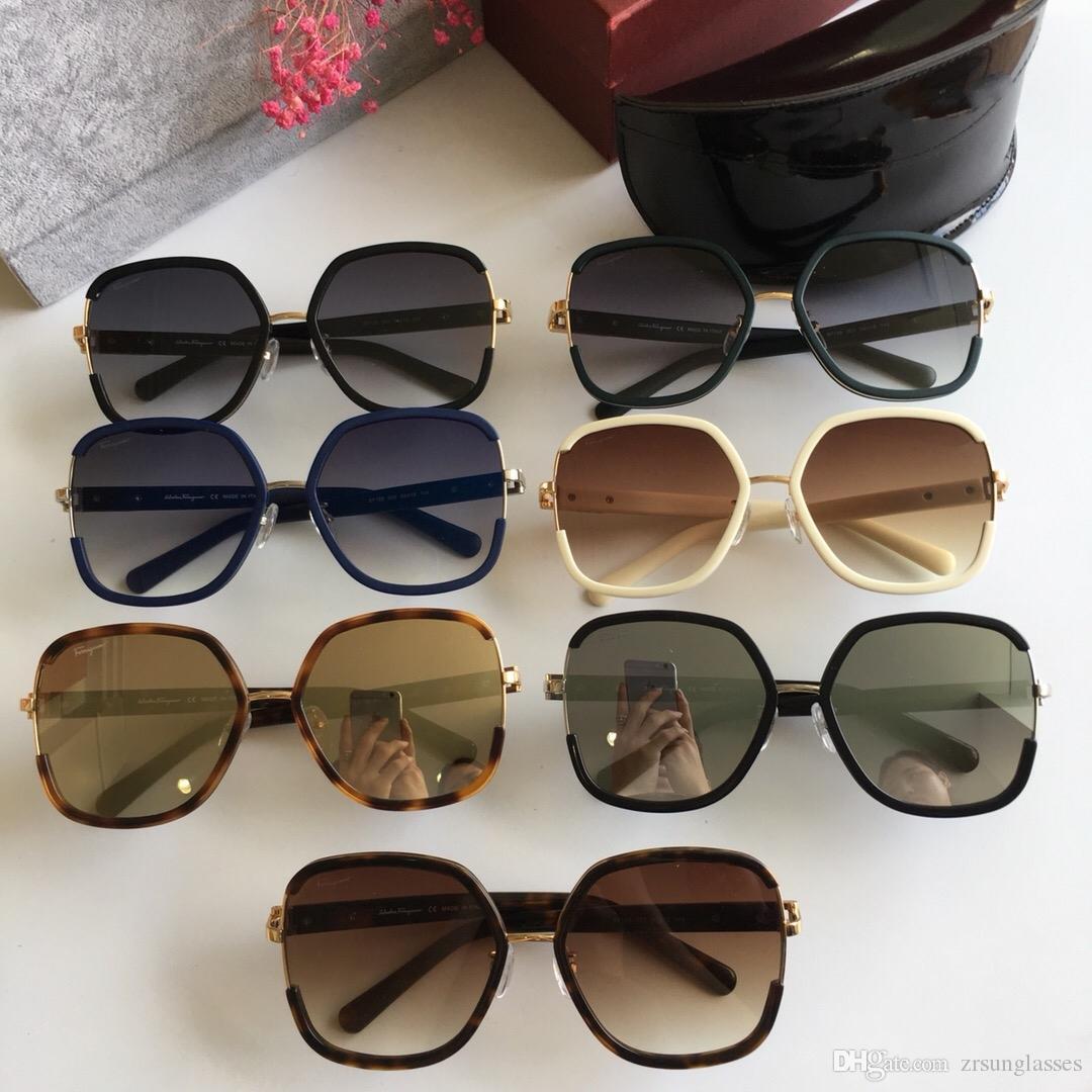 624c888d6 Compre Mulheres Ferragamo SF158 Óculos De Sol Quadrados Preto Cinza  Gradiente Celebridade Designer De Moda Óculos De Sol Óculos De Condução  Novo Com Caixa ...