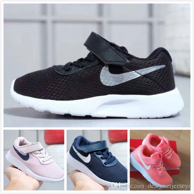 TANJUN Kids Classical Running Shoes Boys Girls Black Low Lightweight ... 18fe8b786