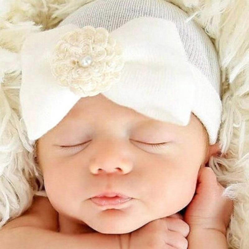 Compre Gorros Suaves Para Bebés Bowknot Flor Niñas Bebés Gorro Para El  Hogar Recién Nacido Casquillo Sombreros Respirables De Verano A  22.85 Del  Babymom ... f37fc3c0763