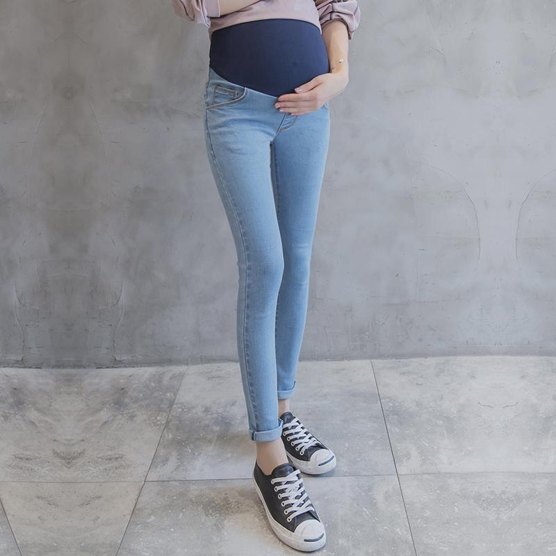 258ef12b4 Compre Vaqueros Maternidad De Mezclilla Lavada Celeste Pantalones Lápiz Flaco  Ropa Para Mujeres Embarazadas Vaqueros Embarazo De Verano A  15.07 Del ...