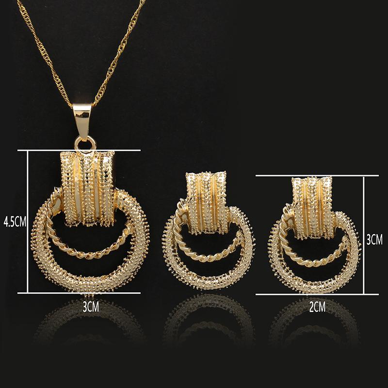 wholesale Top Exquisite Dubai Big Long Drop Dangle Earrings Jewelry Set Luxury Gold-color Nigerian Wedding Costume Design