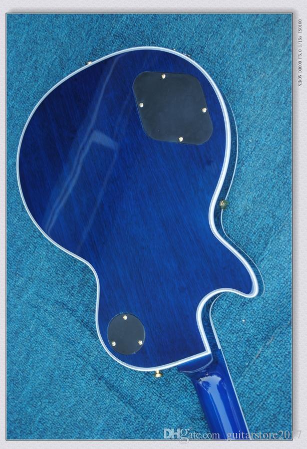 In magazzino-chitarra elettrica con Blue Colore corpo, hardware oro e Quilted acero impiallacciatura, possono essere personalizzati