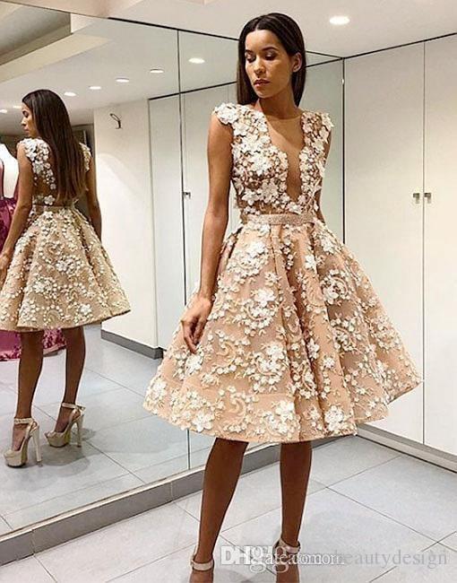 Elegante Robe De Soiree Champagne Prom Dresses corti Sexy aperto indietro pizzo Appliqued al ginocchio Tulle 2018 Abiti da cocktail party formale