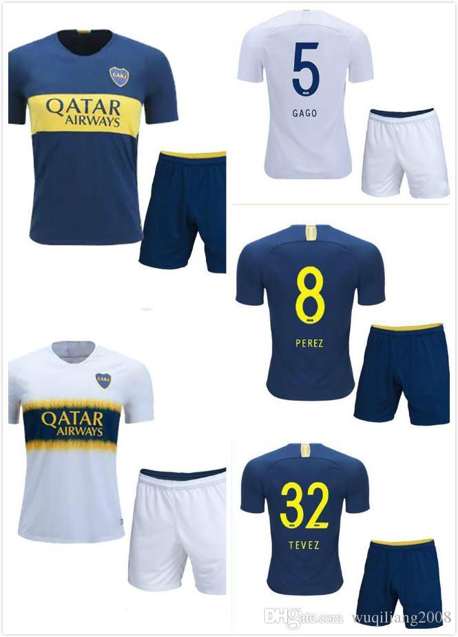 d4303ce436 Compre Boca Juniors Camisolas De Futebol MEN SET 18 19 Casa Azul Fora Branco  GAGO Pavón Benedetto Cardona 2018 2019 Kit Adulto Camisola Uniformes De  Futebol ...