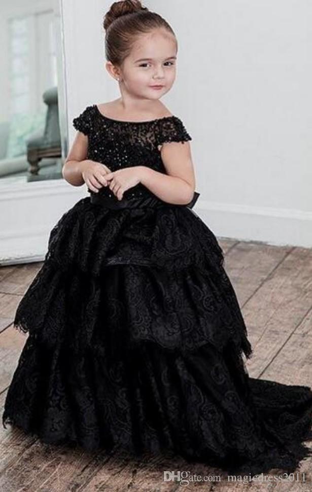 2019 Siyah Dantel Çiçek Kız Elbise Kapalı Omuz Katmanlı Etek Boncuk Uzun Kat Uzunluk Pageant Elbise Çocuklar Balo Balo