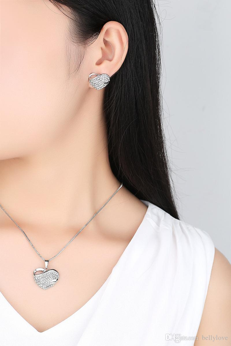 Bijoux pour femmes à la mode 18K blanc / jaune plaqué or cristaux clairs cluster cluster piercing boucles d'oreilles pendentif collier ensembles de bijoux