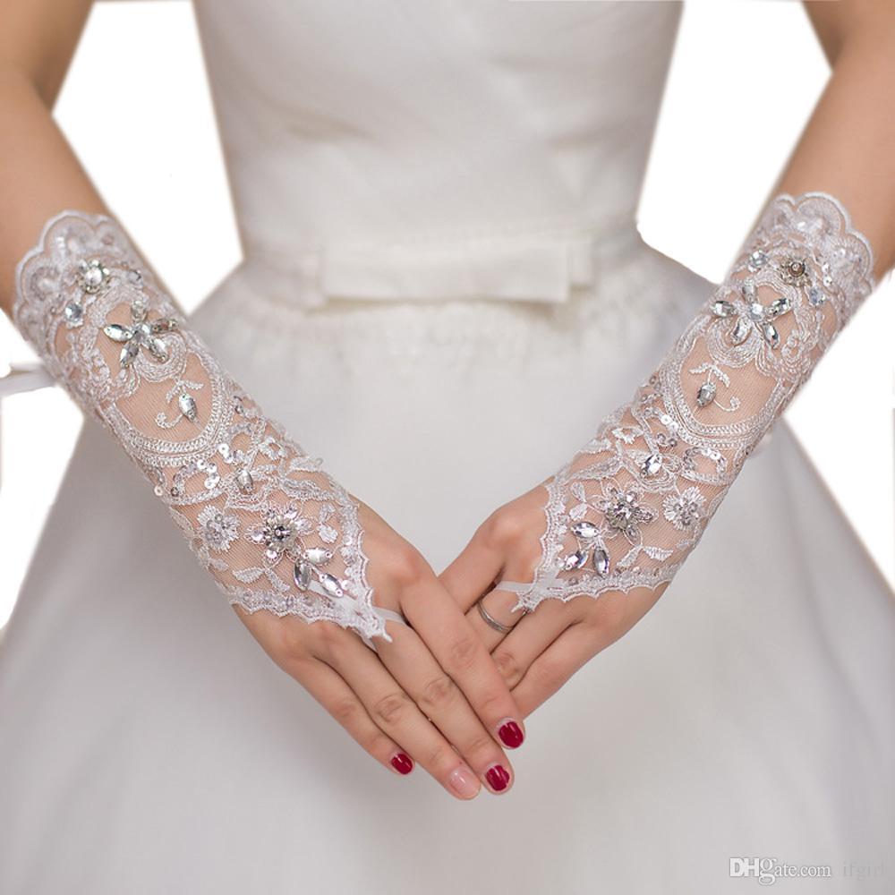 2018 Роскошные Короткие Кружева Невесты Свадебные Перчатки Свадебные Перчатки Кристаллы Свадебные Аксессуары Кружевные Перчатки для Невесты Длина Запястья Без Пальцев