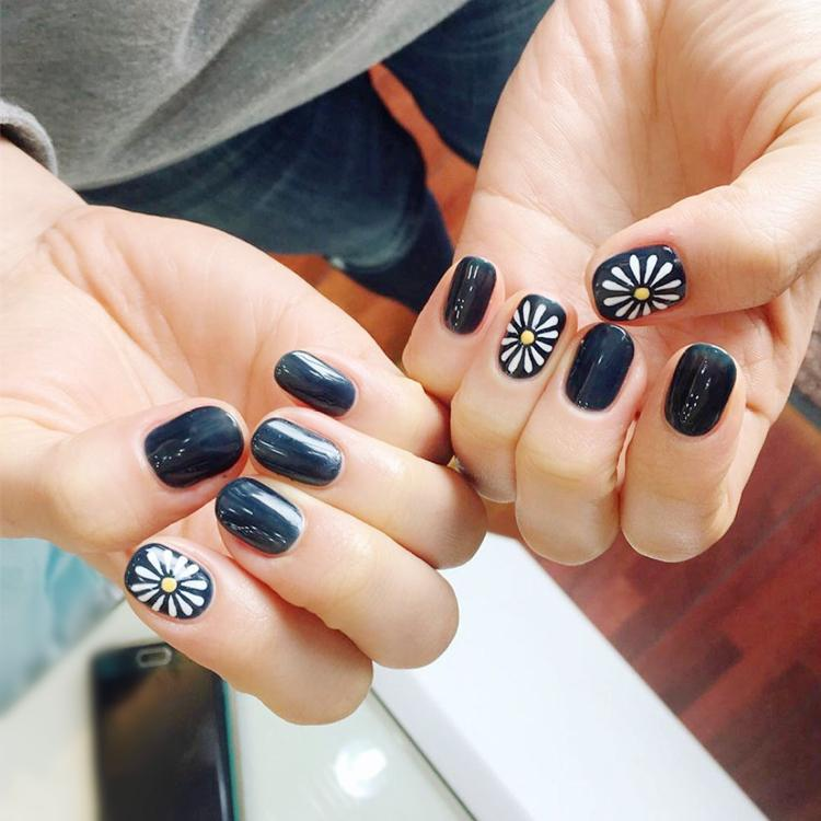 Sunflower Oval Fake Nails Short Black Solid Nail Tips With Design In