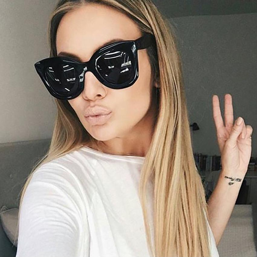 d9a9912370299 Compre Moda Feminina Óculos De Sol Quadrados Mulheres Cat Eye Retro Vintage  Preto Óculos De Sol Lente Clara Grande Quadro Feminino Shades Oculos Gafas  De ...