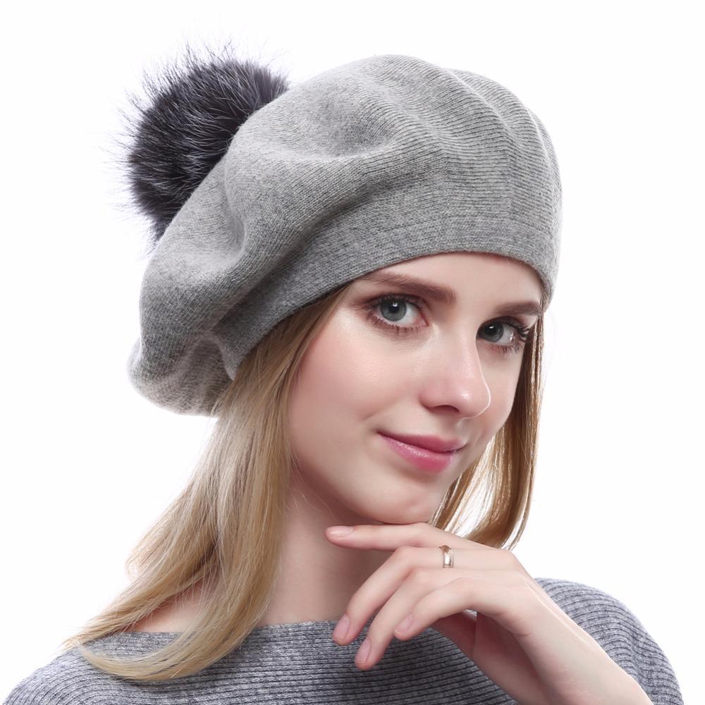 Compre Nueva Calidad Superior Boinas Gorras De Lana De Las Mujeres De Punto  Gorro De Algodón Gorros Con Real Silver Fox Fur Pompom Sombreros Casuales  ... 4ce15d5c385