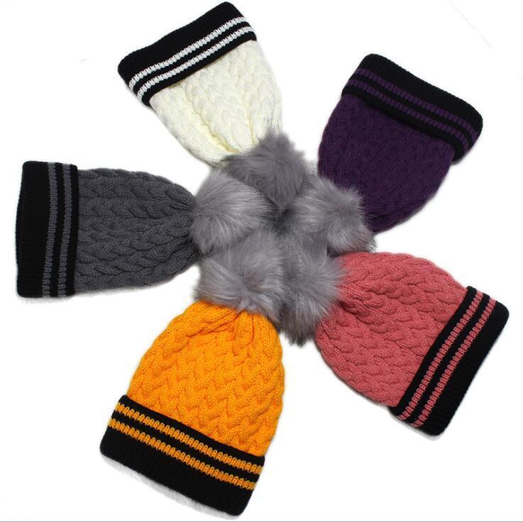 купить оптом зимняя шапка с меховым помпоном для взрослых вязаная