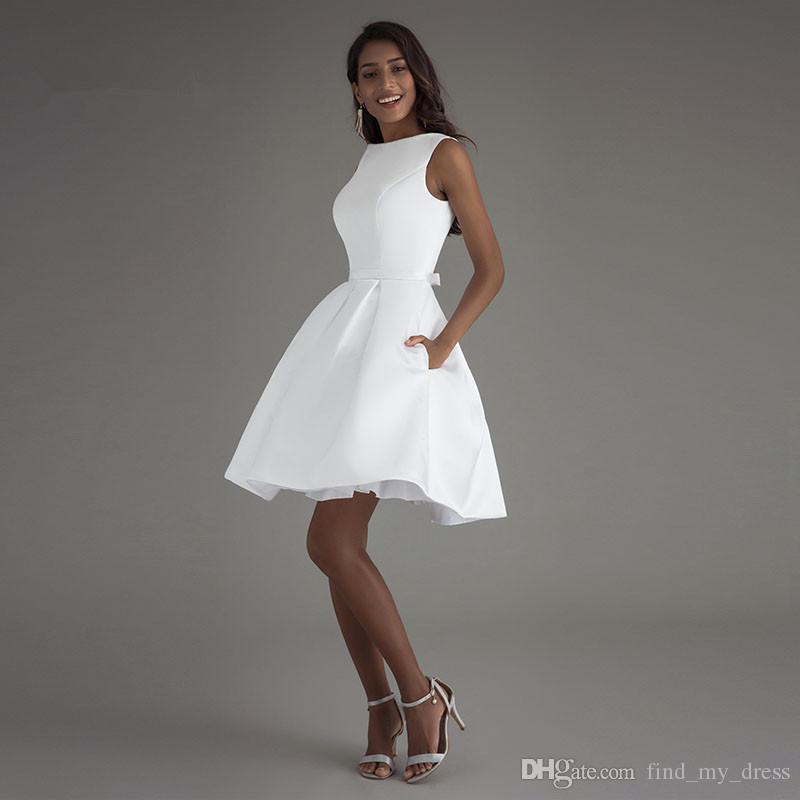 a6fe70aac57 Acheter Satin Blanc Mini Dos Nu Moderne Une Ligne Robe De Mariée Courte  Avec Des Poches 2018 Nouvelle Robe De Mariée Simple De Mariée Custom Made  Party ...
