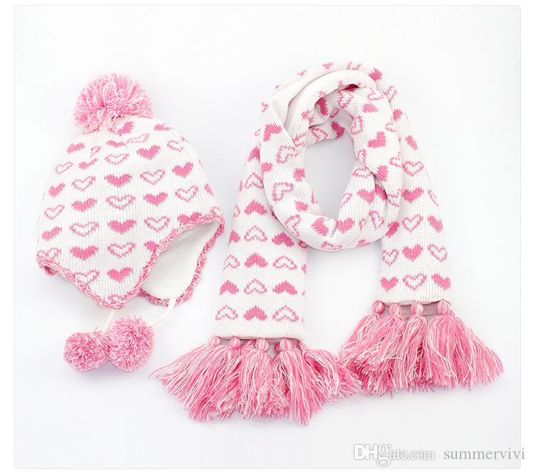 Compre Los Bebés Aman El Patrón De Corazón De Felpa Pompon Terciopelo  Espesar Sombreros + Bufanda De Borla De Punto 2 Unids Conjuntos Invierno  Niños Cálidos ... fb95aaa7ee7
